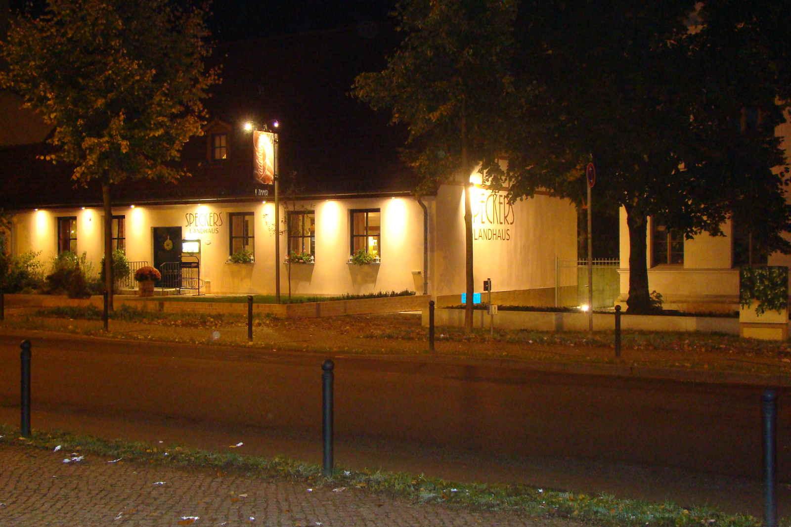 speckers-bei-nacht1600